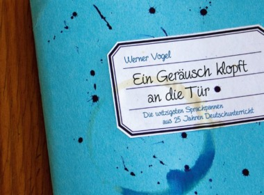 Werner Vogel - Ein Geräusch klopft an die Tür (Cover © Holzbaum Verlag)