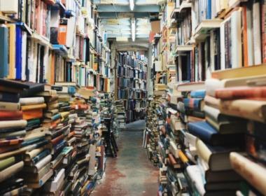 Bücher in Bibliothek - Free-Photos von pixabay.com