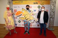 Bürgermeisterin Ulrike Schachner, Manuel Rubey mit Spaßvogel, Vizebürgermeister Dominic Schlatter